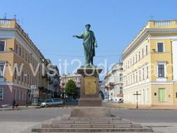 Excursions and tours in Odessa. Statue of the Duc de Richelieu.