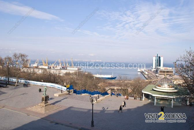 1 bedroom apartment in Odessa, Potemkinsky ladder, monument to Duke.
