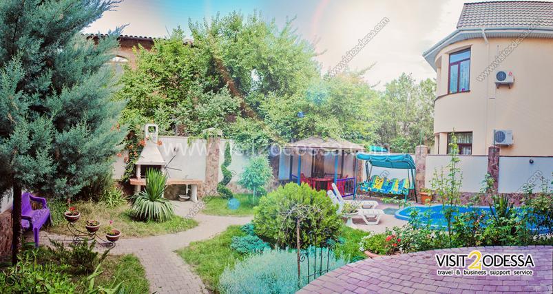 Green garden villa house in Odessa.