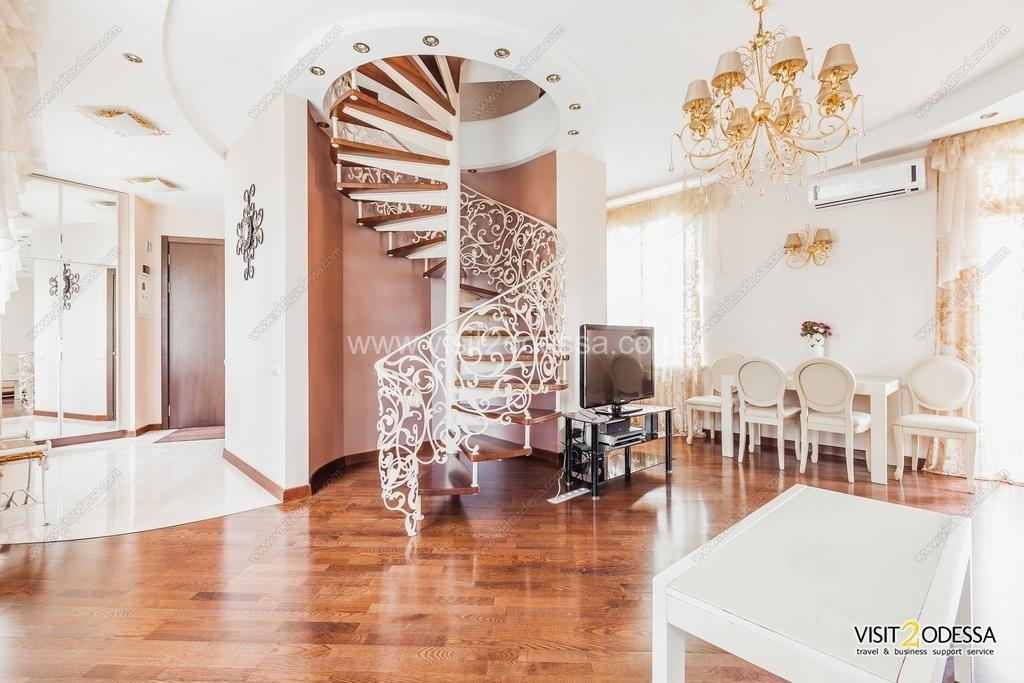 Rent Luxury 2+1 bedroom apartment in Odessa Ukraine